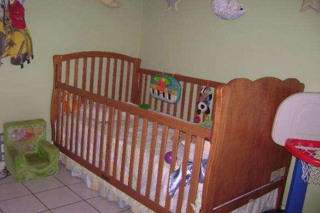Cama cuna twin (incluye matress) y armario en madera sólida ambos!!!
